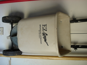 Broadcast Spreader E-Z-Grow with adjustable feed rental Indianapolis, IN