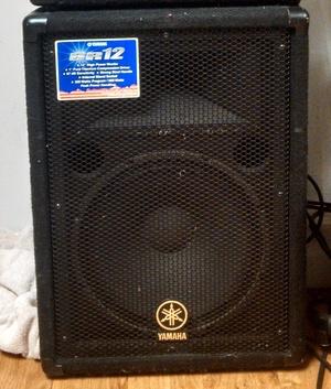 (2) yamaha br 12 speakers rental Detroit, MI