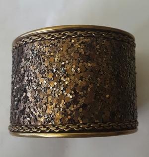 Gold bangle bracelet rental Seattle-Tacoma, WA