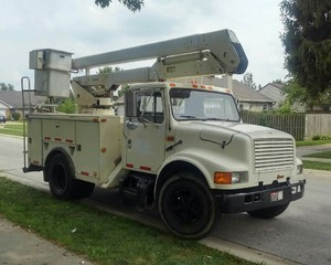 1990 International 37' Bucket Truck w/Driver rental Indianapolis, IN