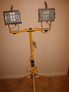 Stanley 500-watt adjustable work lights on tripod rental Austin, TX