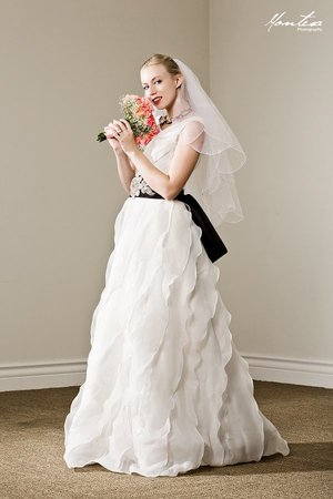 Wedding Gown rental Los Angeles, CA