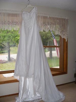 2 Wedding Dresses rental Minneapolis-St. Paul, MN